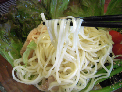 ぶっかけ冷麺 2009 麺上げ 目黒屋.jpg
