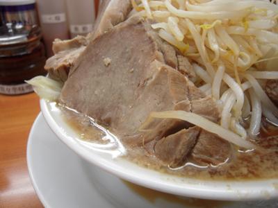 ラーメンほぐれ豚野菜大盛り チャーシュー 麺徳千束.jpg