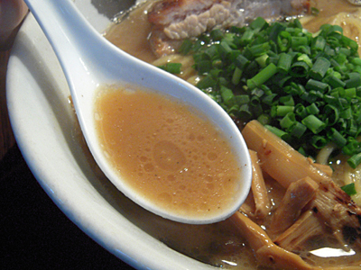白武骨味玉ら〜麺 スープ 武骨.jpg