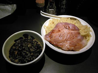 つけ麺 黒(大盛り) 武骨相傳.jpg