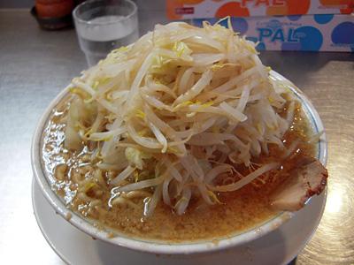 ラーメン(小)+こまぎれ豚(野菜多め・にんにく) らーめん大本郷.jpg