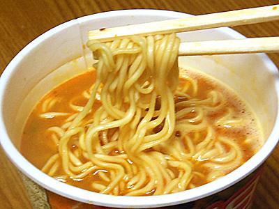 日清 至福の一杯 担々麺 完成麺.jpg