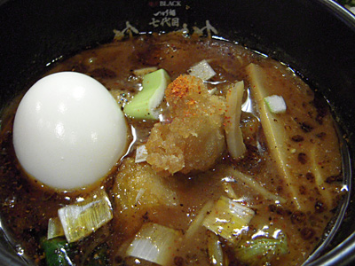 極辛BLACKつけ麺1辛(並盛り) つけ汁 七代目けいすけ.jpg