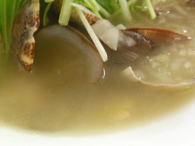 浅利のパイタン麺 スープ ぼたん.jpg