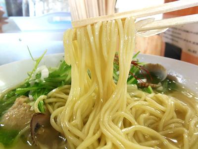 浅利のパイタン麺 麺 ぼたん.jpg