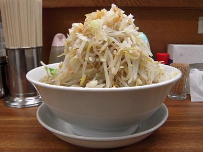 豚入りラーメン(野菜マシ) 横 麺徳東上野.jpg