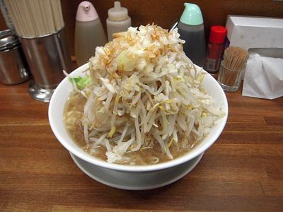 豚入りラーメン(野菜マシ) 麺徳東上野.jpg