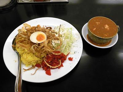 赤い鶏カレー(大盛り) カレー飲み物秋葉原.jpg