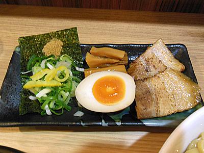 超濃厚魚介とんこつつけ麺(得盛り) 具 春樹千葉中央.jpg