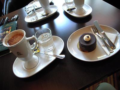 Kakao43%Latte & Schokoladen-Törtchen FR.jpg