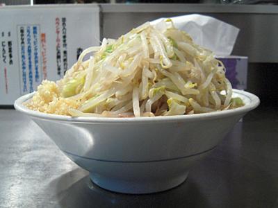 ラーメン野菜多めにんにくマシ 横 らーめん大蕨.jpg