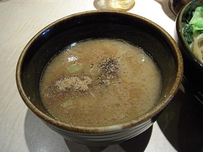 濃厚極太つけ麺(並盛り) つけ汁 SAWA.jpg