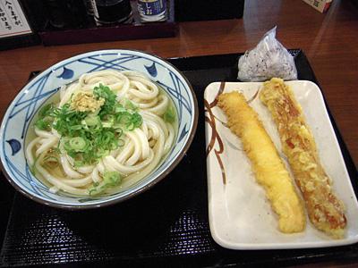 冷やかけうどん+天ぷら 丸亀足立.jpg