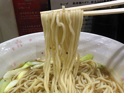 王様中華そば 麺 チラナイサクラ.jpg