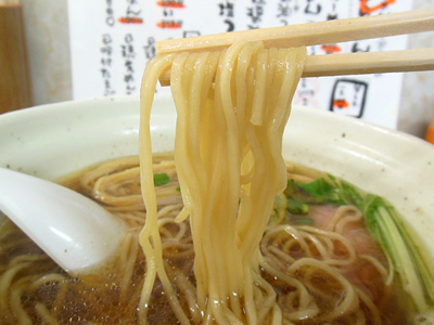 鶏だし醤油らーめん 麺 HOME.jpg